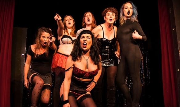 Acusación: el elenco de la Ópera de trabajadoras sexuales.
