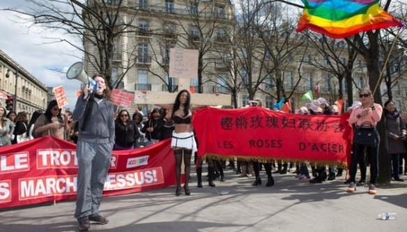 Manifestaciones de trabajadoras sexuales ante la Asamblea Nacional el 6/04/16 (Y.BOHAC/SIPA)